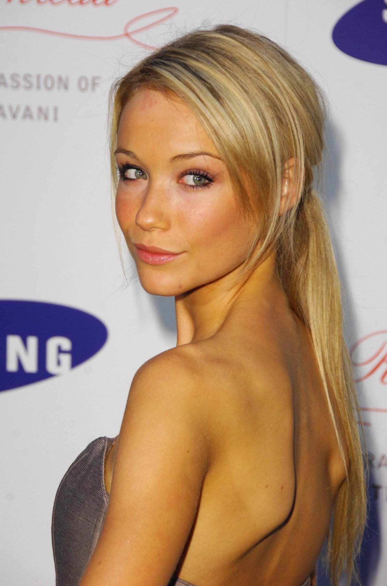 Katrina Bowden - Photos