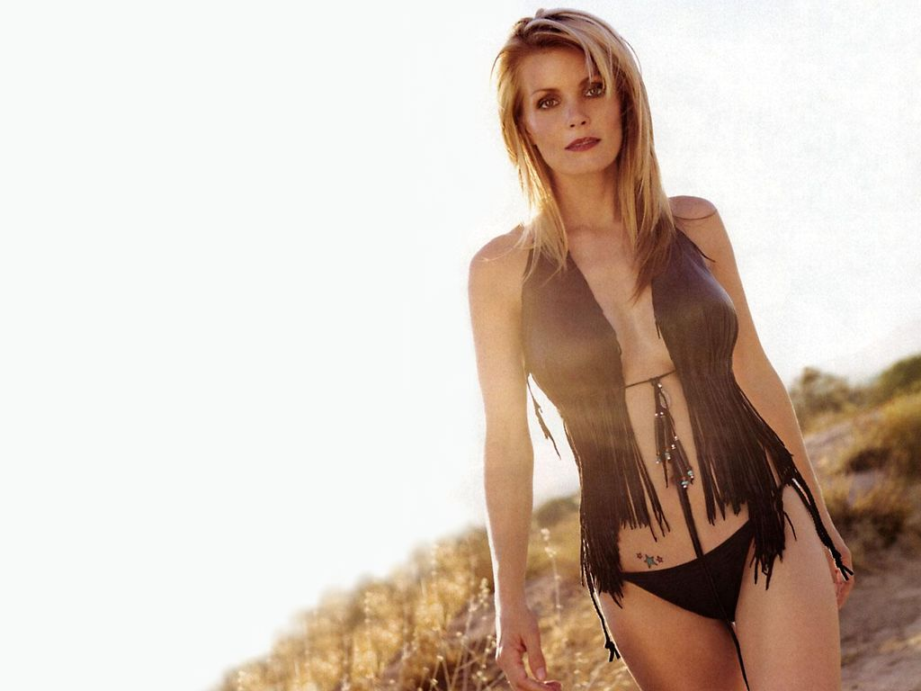 Kelly Packard - Wallpaper Actress